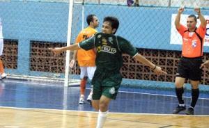 Rodriguinho fez dois gols e participou de outros dois