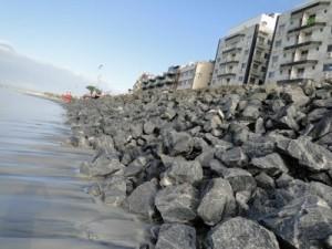 As pedras que vão se soltar na Praia do Forte