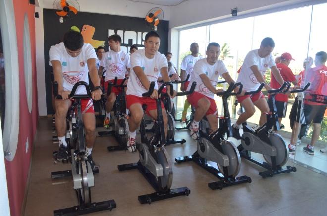 Os atletas do Kairat treinaram essa manhã (11) na academia Mais Saúde Fitness, no Novo Portinho (Foto de Ari dos Santos)