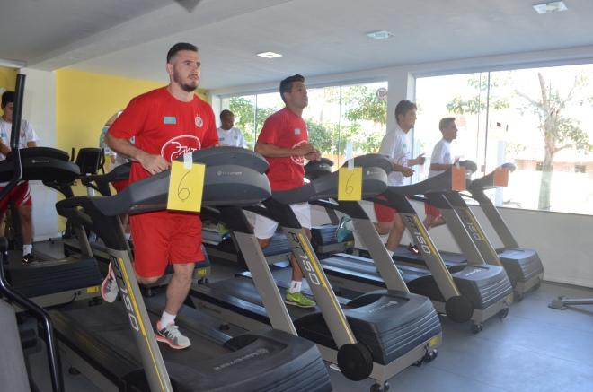 Atual campeão mundial de futsal, o AFC Kairat fica em Cabo Frio até o fim do mês (foto de Ari dos Santos/SECOM PMCF)